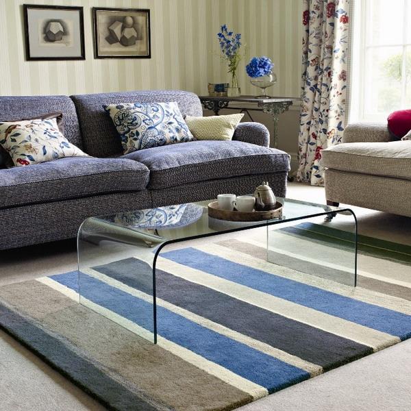 Covor lana pentru sufragerie in dungi gri, albe, bej si albastre