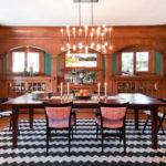 Decor dining clasic cu covor in zigzag alb cu negru