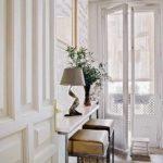 Decor modern amenajare hol intrare cu alb