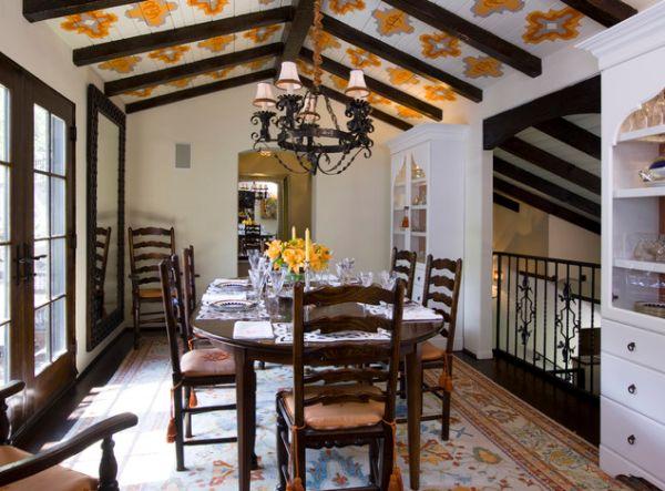Dining in stil rustic cu lustra cu 4 globuri din fier forjat