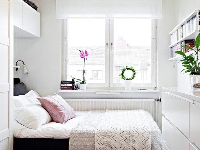 Dormitor alb cu pat negru