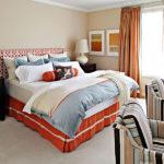 Dormitor cu spoturi pe tavan