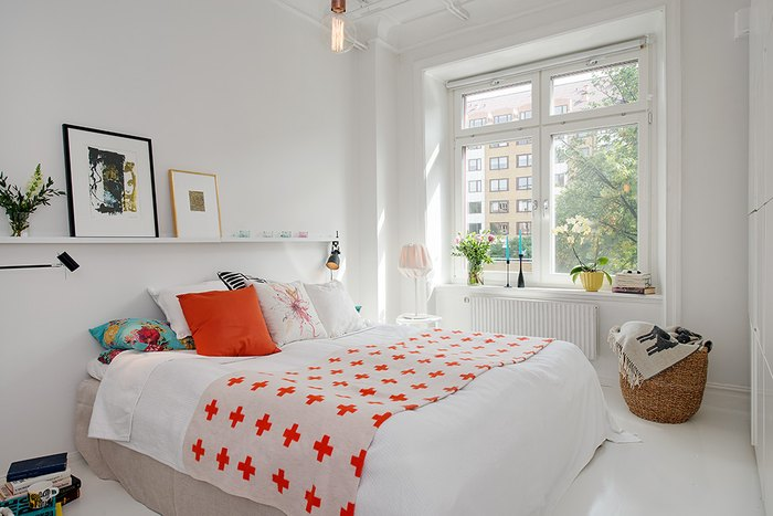 Dormitor mic amenajat in stil minimalist scandinav