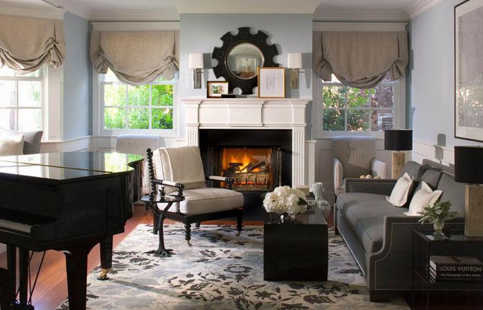 Interior de living clasic cu covor cu motive florale
