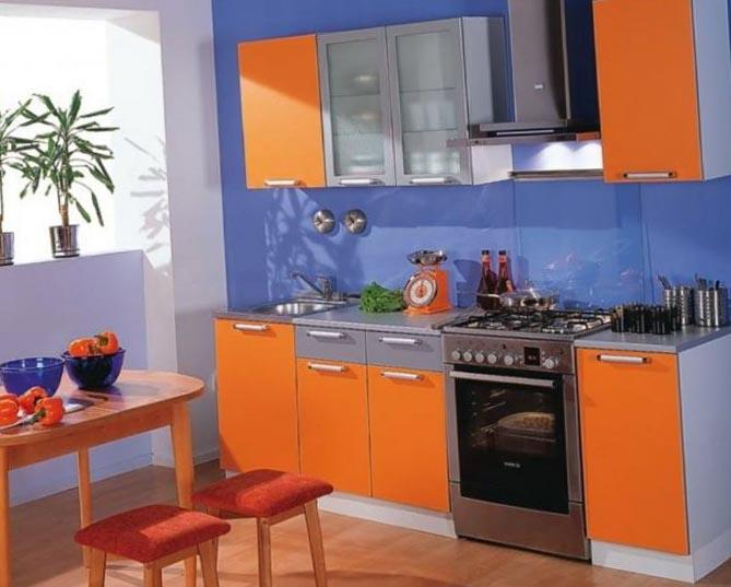 Mobila de bucatarie portocalie cu gri