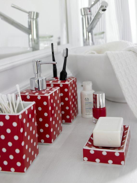 Accesorii pentru baie rosii cu buline albe