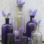 Aranjament cu sticle de diverse forme si marimi