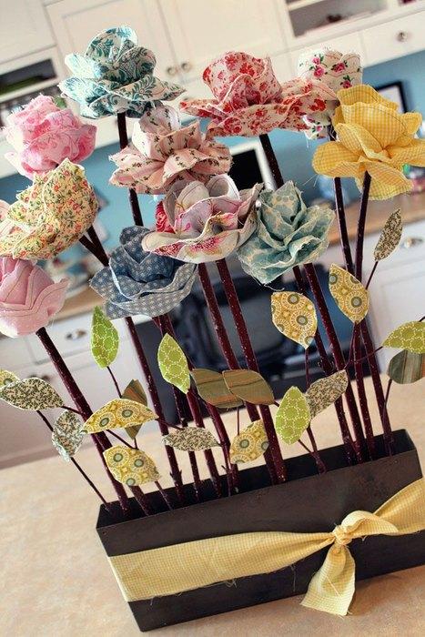 Compozitie de flori realizate handmade din batiste