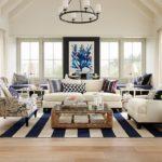 Living decorat cu accente alb albastre