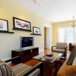 Sufragerie cu etajere pentru tablouri