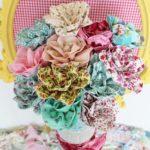 Vaza cu flori din material aranjament patchwork