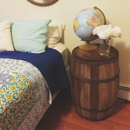 butoiul vechi de vin se poate transforma intr-o noptiera, ideala pentru camerele rustice