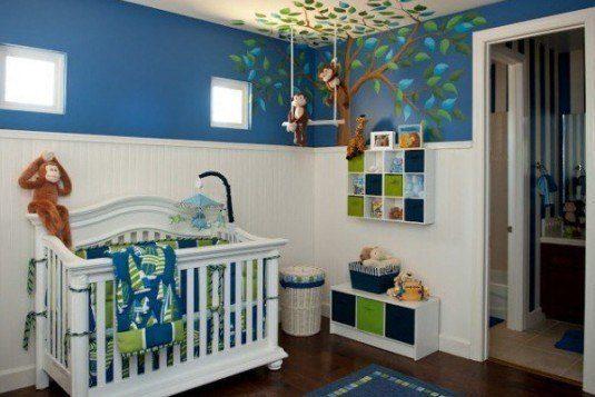 combinatie de albastru,verde si alb cu animale de plus agatate de tavan