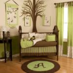 desene pe pereti si decor in verde si maro