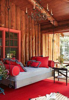 design de exterior in nuante de rosu si alb