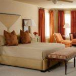 dormitor matrimonial cu canapea,fotoliu si bancuta