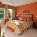 dormitor zugravit in portocaliu dovleac