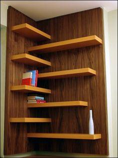 etajere pe colt prinse de placi de lemn