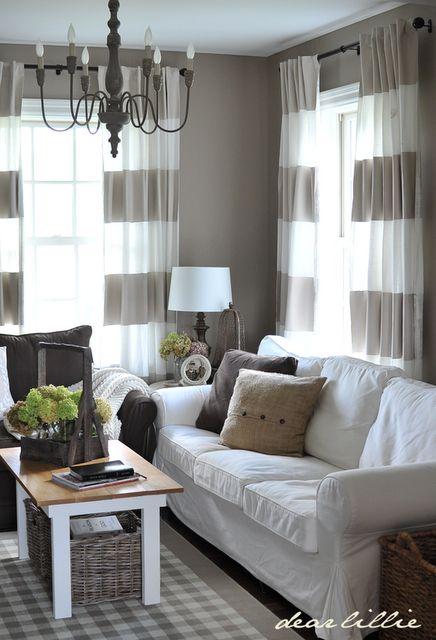interior modernist minimalist cu perdele alb cu crem