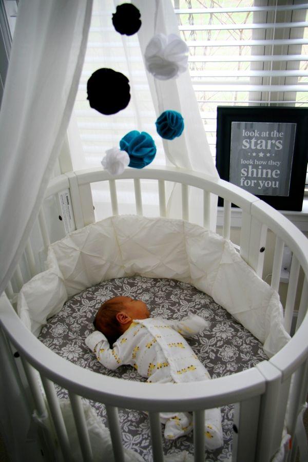 patut rotund pentru bebelusi si plusuri prinse de tavan