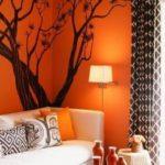 pictura unui copac negru pe un fond portocaliu cald