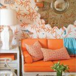 tapet alb cu frunze portocalii si oglinda