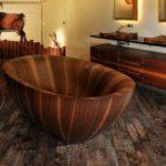 Baie cu obiecte sanitare din lemn