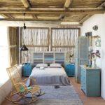 Dormitor cu tablie din oblon