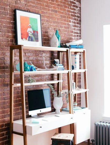 birou din lemn alb tip scara