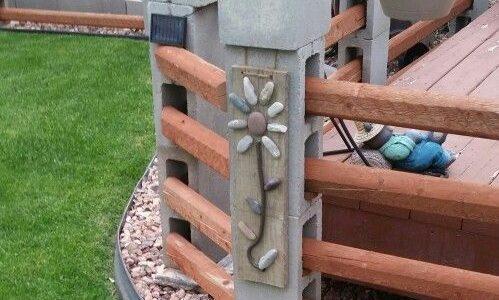 Gard cu stalpi din boltari si lemn