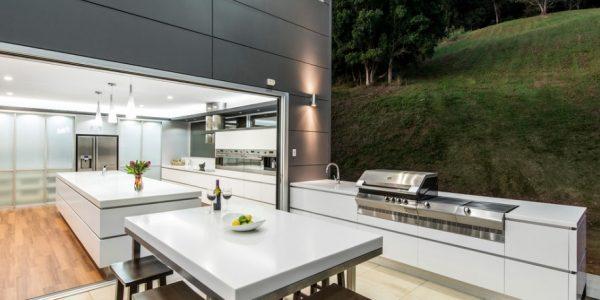 Bucatarie in aer liber mobilata si utilat moderna