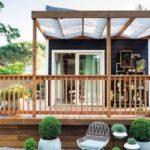 Casa mica din lemn cu terasa