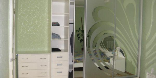 Dressing pentru dormitor cu usi cu oglinda