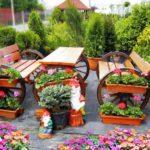 Banci si masa cu suport flori pentru gradina