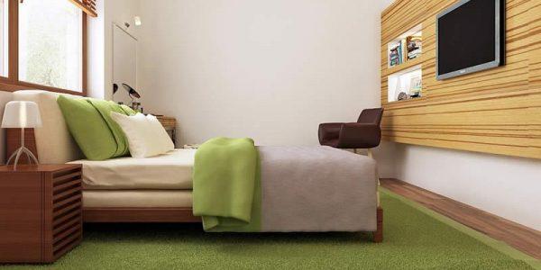 Dormitor cu perete din lemn