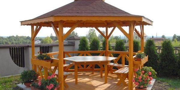 Foisor clasic de lemn