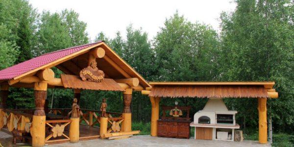 Foisor de lemn cu anexa pentru gratar