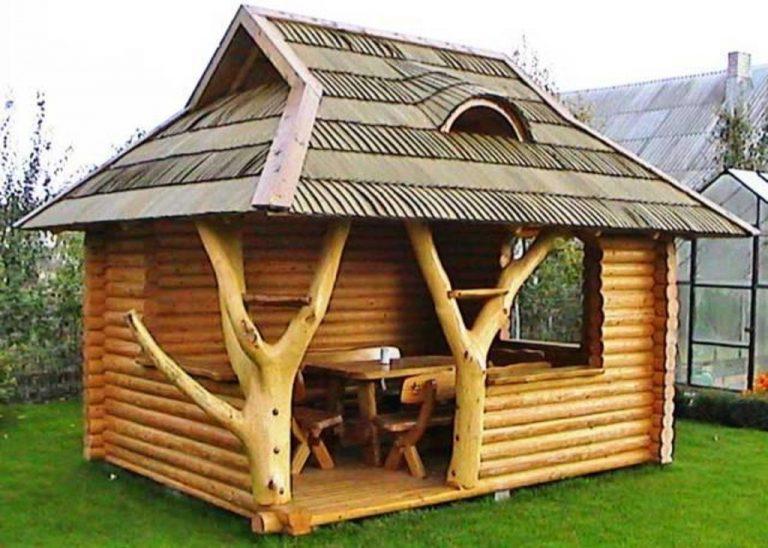 Foisor rustic de lemn