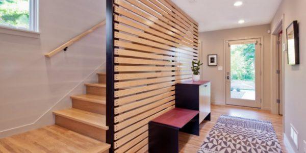 Scara interioara lemn cu paravan