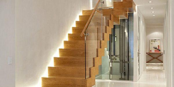 Scara interioara lemn masiv cu sticla