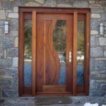 Usa de intrare de lemn cu sticla