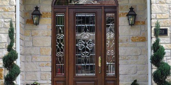 Usa de intrare de sticla cu decoratiuni
