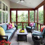 Balcon luminos cu canapea si fotolii