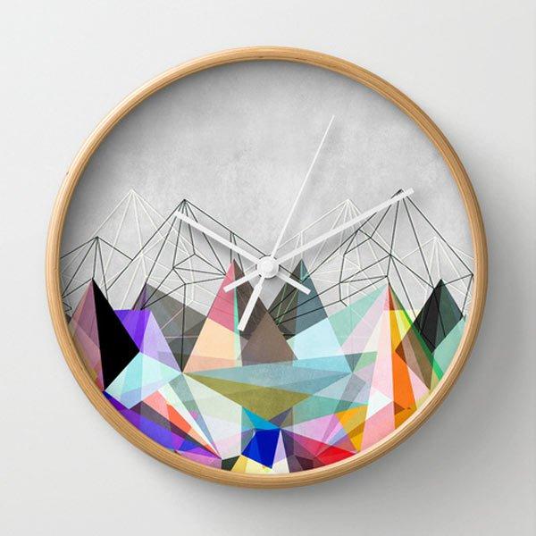 Ceas decorat cu forme geometrice
