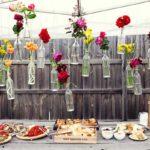 Decor romantic cu sticle si flori