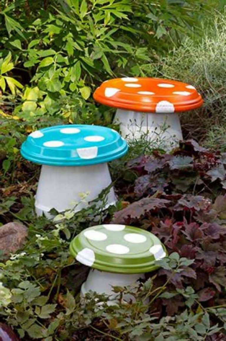 Decoratiune gradina ciuperci