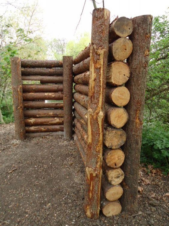 Gard din trunchiuri de copac