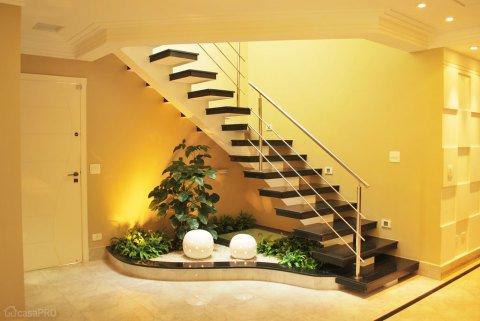Gradina sub scari moderna
