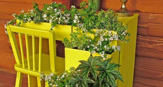 Mobilier vechi suport flori