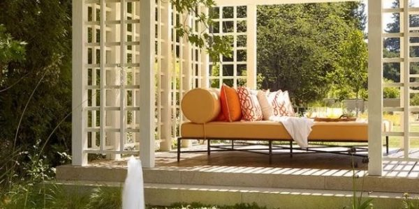 Pavilion de gradina deschis cu pat